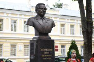 В Смоленске открылась выставка к 100-летию Ивана Клименко